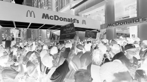 ap_fast_food_wage_protest_ll_130829_16x9_992